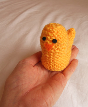 Knitted Chick Egg Cosy Pattern : Happy Easter: DIY Egg Cosies Fi & Me